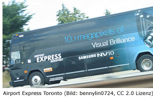 Airport Express Shuttle Bus am Pearson Flughafen in Toronto Kanada